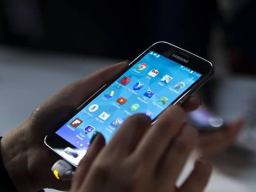 Galaxy S5, top de linha da Samsung, peca pelos detalhes além de travamento constante. FOTO: Bloomberg