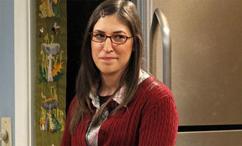 Mayim-Bialik-interpreta-a-Amy-Farrah-Fowler-en-The-Big-Bang-Theory