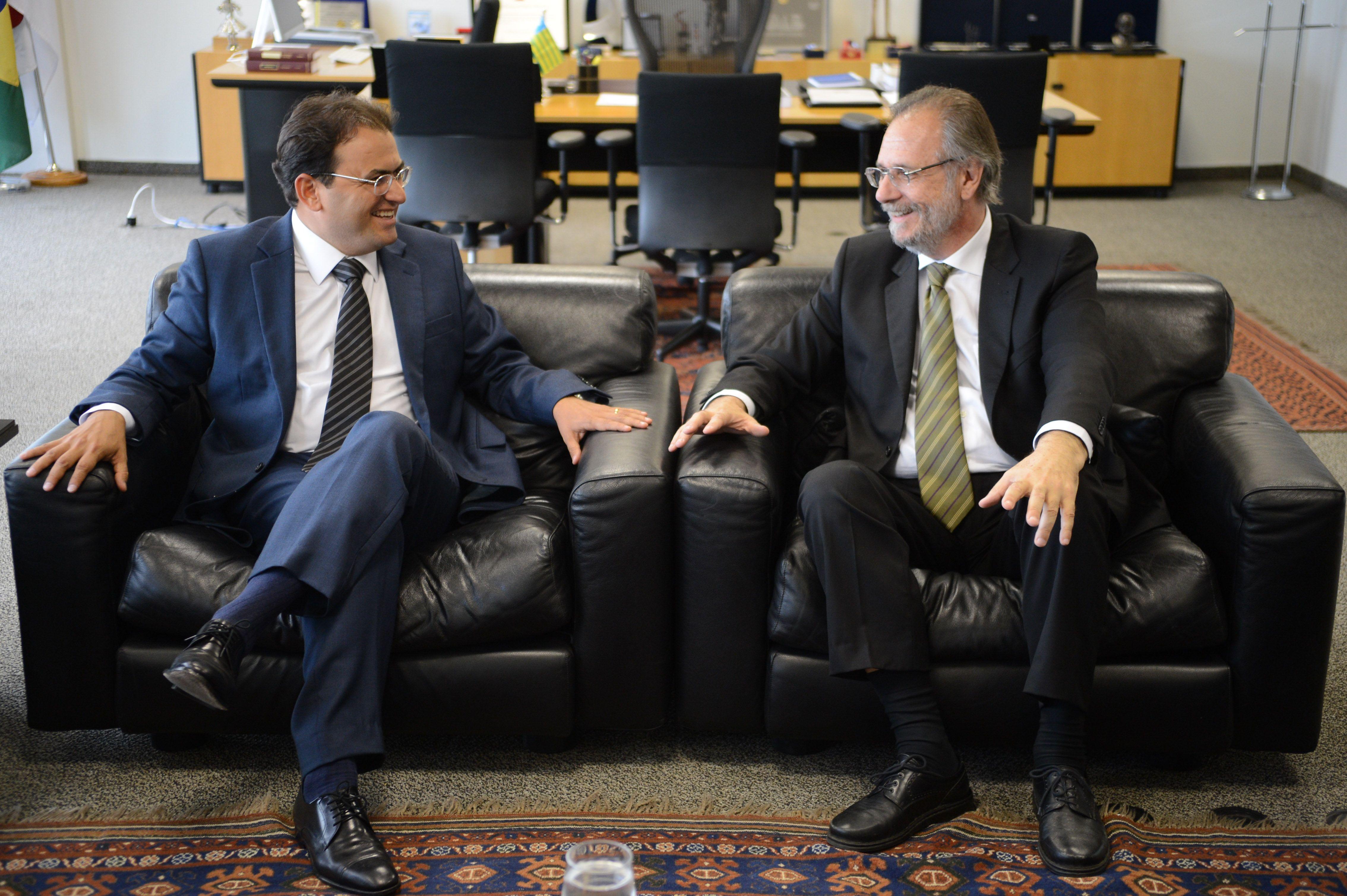O ministro da Secretaria-Geral da Presidência, Miguel Rossetto e o presidente da OAB, Marcus Vinicius Furtado Coêlho