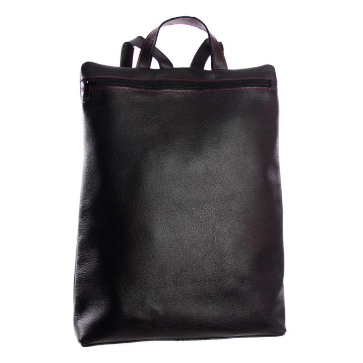 mochila negra frente