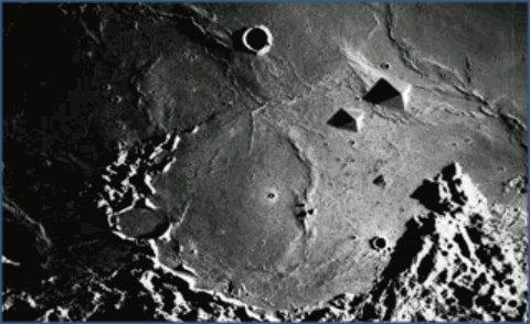 Formações piramidais na lua