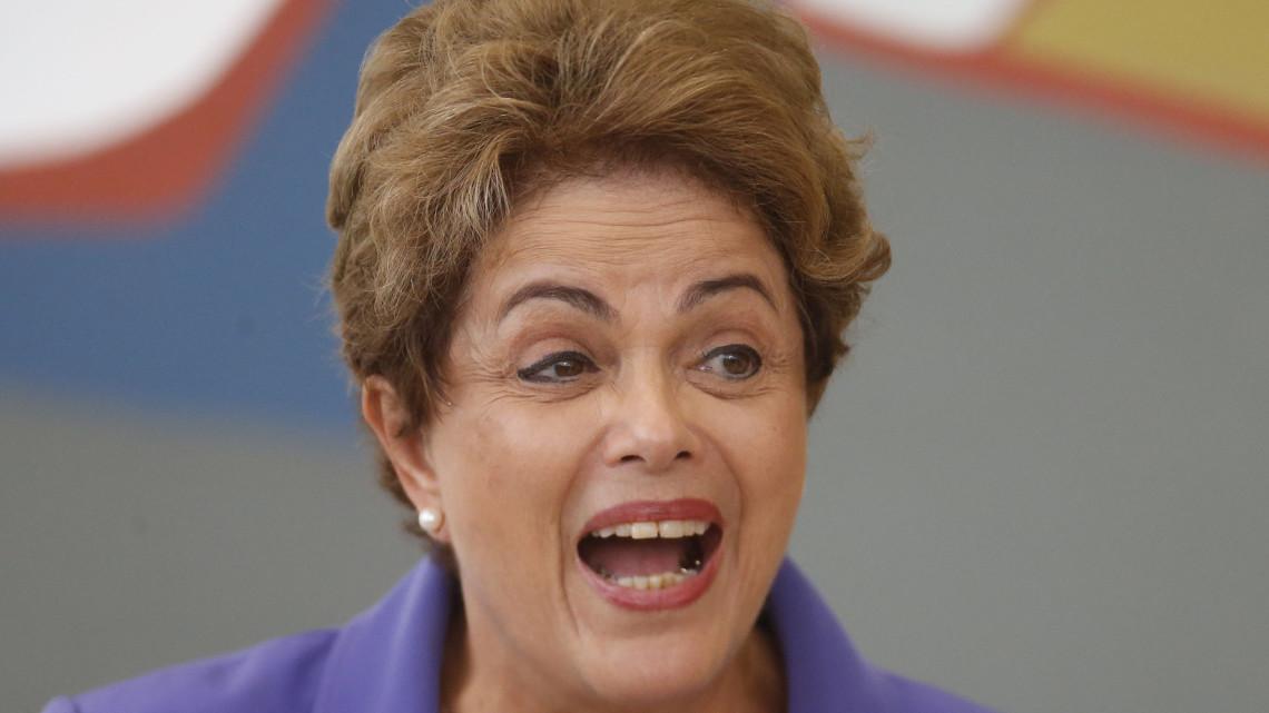 DF - PRONATEC/JOVEM APRENDIZ/DILMA ROUSSEFF - POLÍTICA - A presidente Dilma Rousseff durante encontro   de trabalho sobre o programa Pronatec   Jovem Aprendiz na Micro e Pequena   Empresa, no Palácio do Planalto, em Brasília,   nesta terça-feira.   28/07/2015 - Foto: DIDA SAMPAIO/ESTADÃO CONTEÚDO