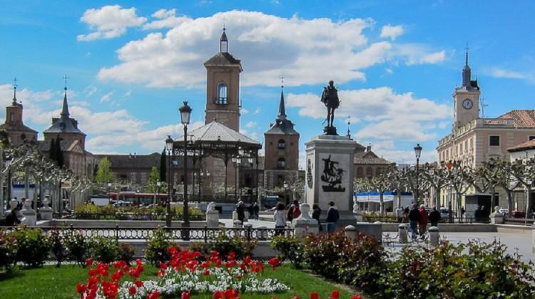 tour-alcala-de-henares-plaza-cervantes-2