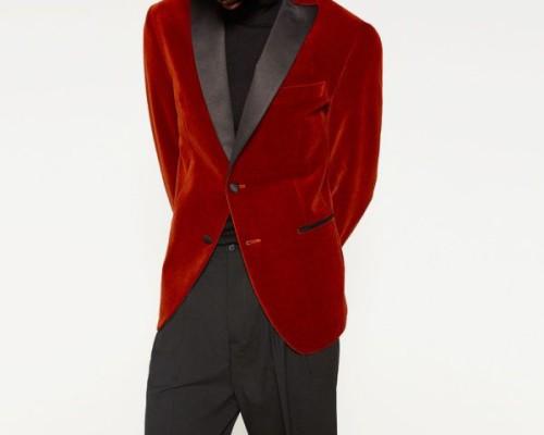 moda-hombre-navidad-2016-zara-blazer-terciopelo-rojo-cuello-600x480
